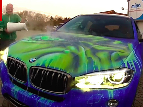 Si Raksasa Hulk Muncul Jika Kap Mobil Ini Disiram Air Hangat