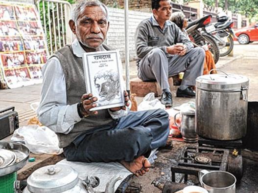 Penjual teh kakilima yg bukunya laku keras !