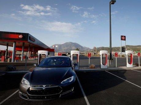Waduh, Mobil Listrik Tesla S Juga Dibobol Hacker