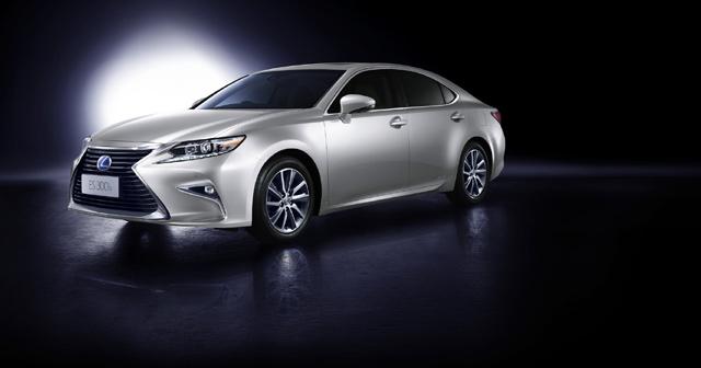 Lexus ES Tampil Menawan