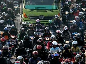 Tips Berkendara Aman Bagi Pemobil dan Pemotor