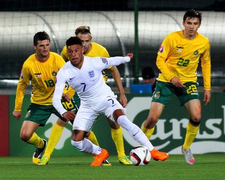 Inggris Sempurna, Slovenia Maju ke Play-off