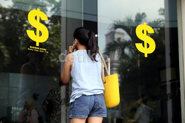 Nyaris Rp 13.800, Dolar AS Pagi Ini Merosot ke Rp 13.500-an