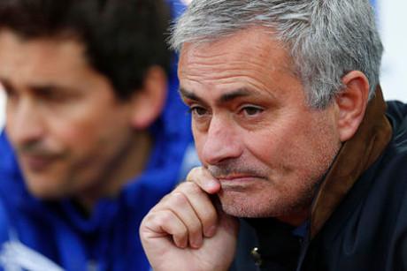 Chelsea di Boleyn Ground: 8 Kartu Kuning, 1 Kartu Merah, 3 Pengusiran