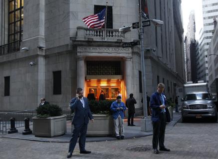 Wall Street Melemah Jelang Pertemuan Dua Hari The Fed