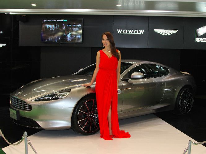 Bond Girl Draws Attention in Tokyo