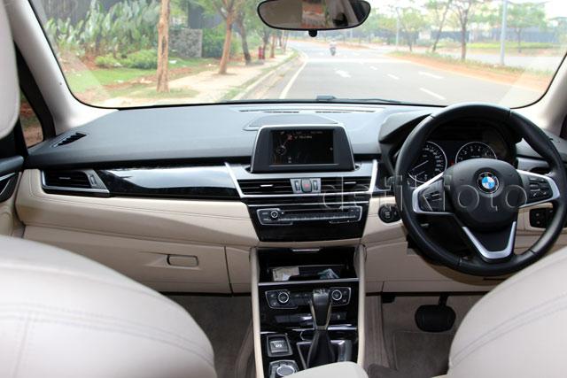BMW 218i Active Tourer yang Bertenaga dan Nyaman
