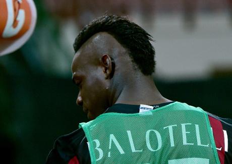 Balotelli Dikabarkan Harus Absen 3 Bulan untuk Operasi Hernia