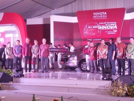Menperin dan Direksi Rayakan Kehadiran Toyota Kijang Innova Baru