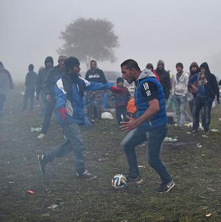 Sepakbola Sebagai Penawar Luka Para Pencari Suaka