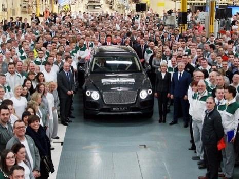 Bentley Bentayga Pertama Keluar dari Lini Produksi