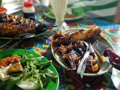 Aneka Kuliner Lezat di Pasar Malam Kampung Solor, Kupang