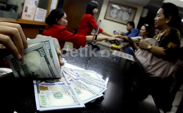 Dolar AS Pagi Ini Nyaris Tembus Rp 13.900