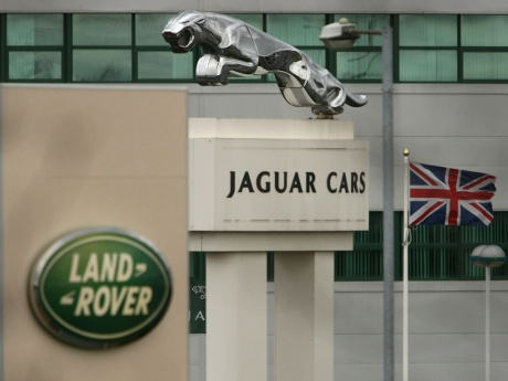 Meski di China Melorot, Penjualan Jaguar Land Rover Masih Moncer