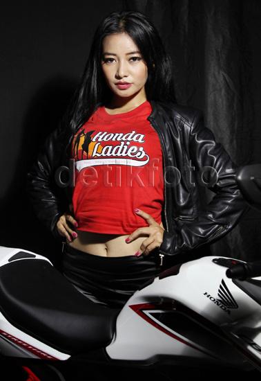 Honda Ladies Beraksi dengan CB150R Streetfire