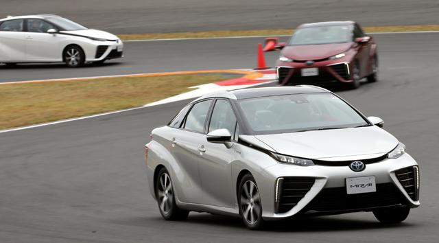 Menjajal Mobil Hidrogen Toyota Mirai