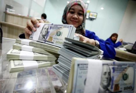 Dolar AS Nyungsep ke Rp 13.734