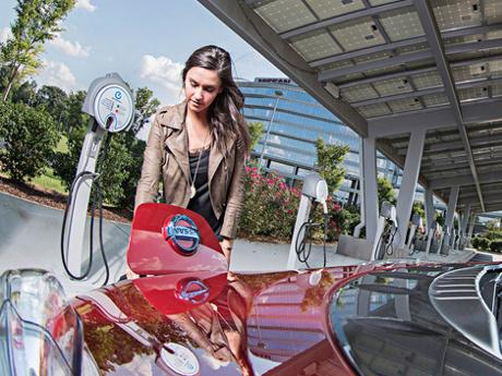 Nissan dan BMW Garap Bareng Stasiun Pengisian Baterai Mobil Listrik