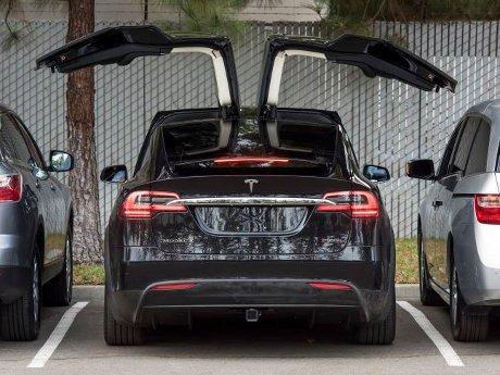 Tesla Kirim Model X Signature Series ke Pemesan