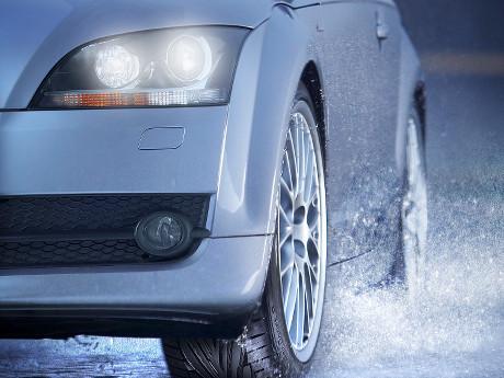 Berkendara Saat Hujan, Cek Bagian-bagian Mobil Ini