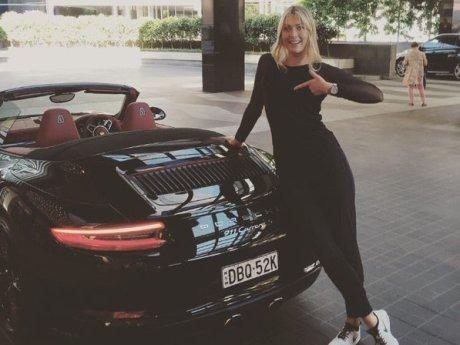 Saat Maria Sharapova Membanggakan Mobil Sport Tunggangannya