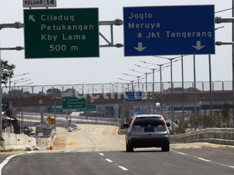 Ini Cara dan Etika Berhenti di Bahu Jalan Tol Karena Darurat