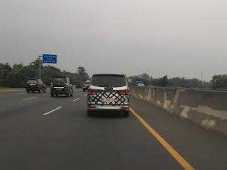 Setelah di Jalanan Pluit, MPV Asal China Dites di Jalan Tol Cikampek