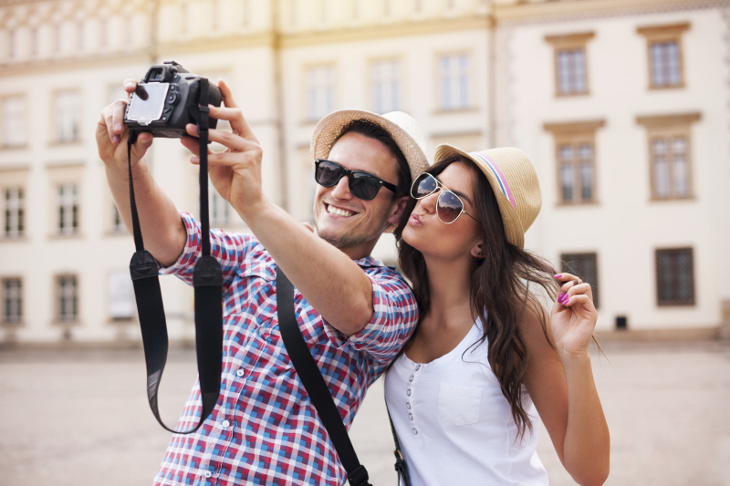 Kisah Mereka yang Traveling Demi Mencari Cinta