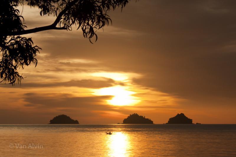 Melihat Sunset Emas Dari Dermaga Canti di Lampung