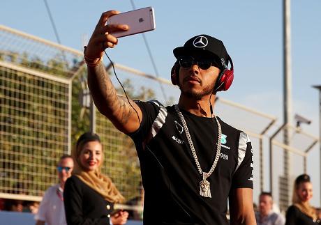 Hamilton Dapat Lampu Hijau dari Mercedes untuk Jajal Motor MotoGP