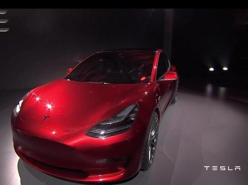 8.000 Peminat Tesla Model 3 Batalkan Pesanannya