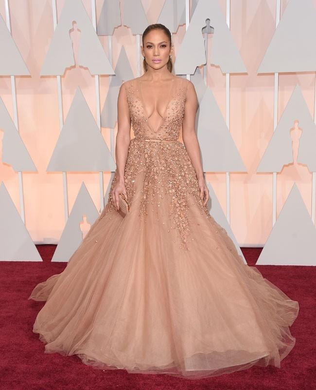 Gaun Nude Jennifer Lopez