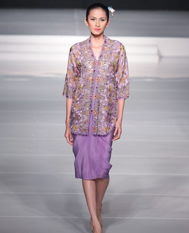 Kebaya Tanpa Batik