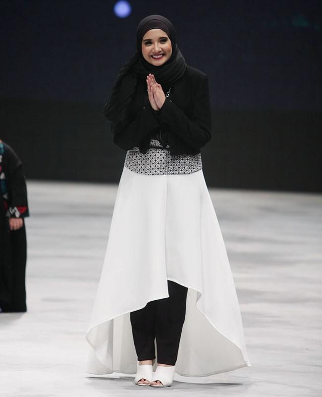 30 Gaya Selebriti Di Indonesia Fashion Week 2016