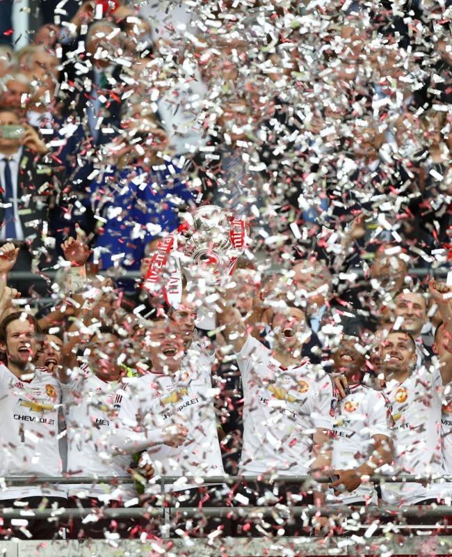 Piala FA, Dari Van Gaal untuk MU