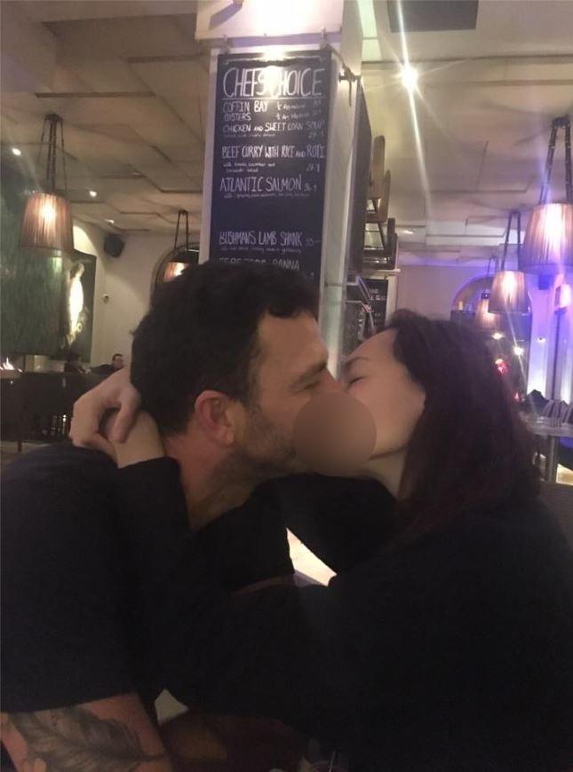 Foto Dewi Rezer Ciuman dengan Pria Bule Beredar di Internet