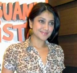 Sarah Azhari Minta Polisi Periksa Roy Suryo