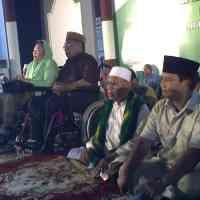 Senyum Prabowo untuk Buku Sintong Panjaitan