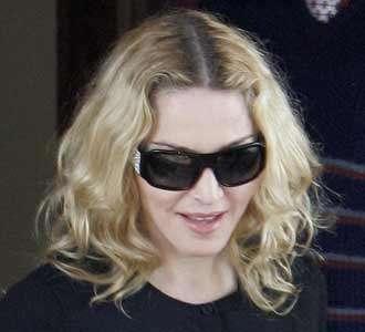 Madonna Hadiri Sidang Adopsi