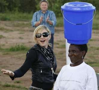 Madonna Kunjungi Malawi