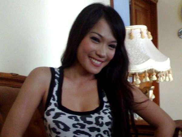 Pose Belang-belang Ala Jenny Cortez