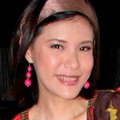 Karoke Dangdut Bikin Olga Lidya Bersemangat Agustusan