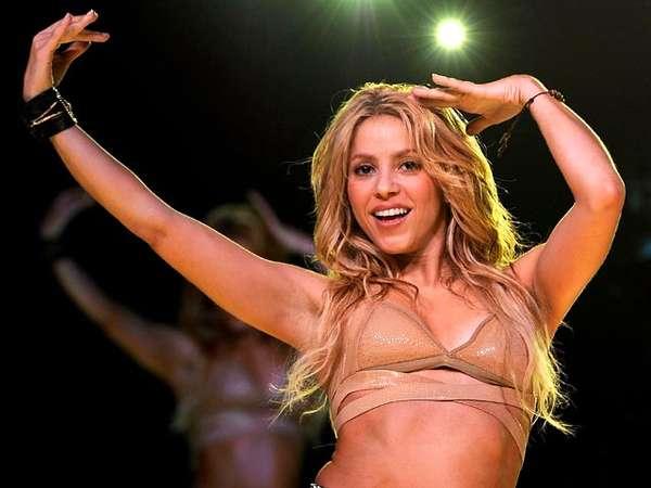 Shakira Goyang Pinggul