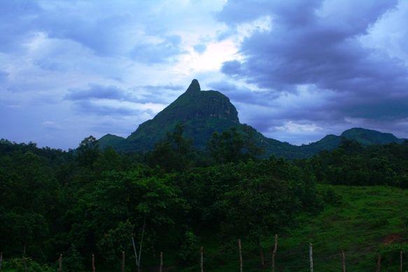 Pemandangan Bukit Tunjuk yang terlihat dari Bukit Serelo, Lahat.