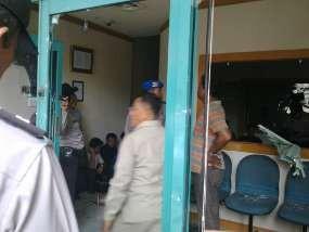 PT Oto Multiartha Dijaga Polisi, Karyawan Diliburkan