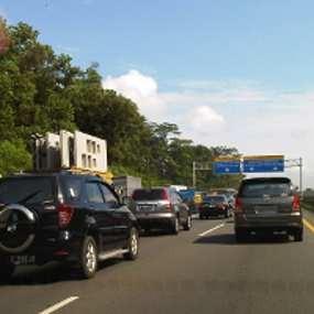 2 Kecelakaan di Tol Jagorawi, Lalin ke Jakarta Tersendat