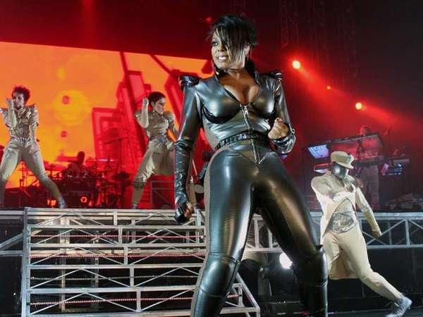 Aksi Penuh Energi Janet Jackson