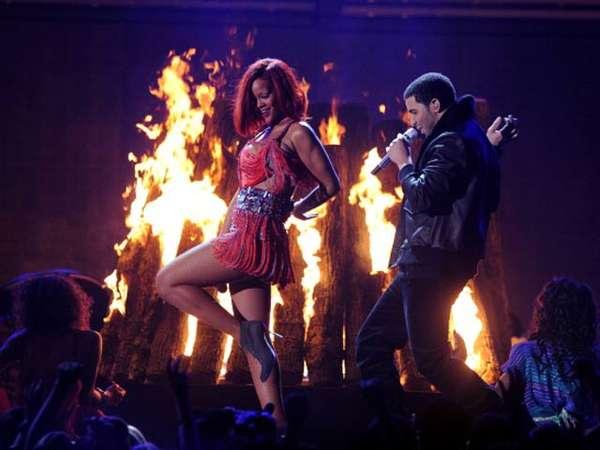 Rihanna Nyaris Bugil