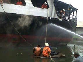 Api Kapal di Tanjung Priok Padam