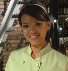 Digosipkan Pernikahannya Retak, Farah Quinn Gandeng Mesra Suami